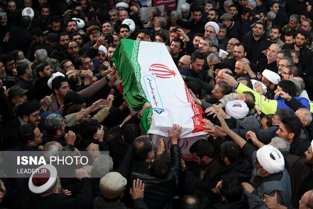 مراسم تشییع و اقامه نماز رهبری بر پیکر سردار بزرگ سپهبد شهید حاج قاسم سلیمانی و شهیدان مقاومت